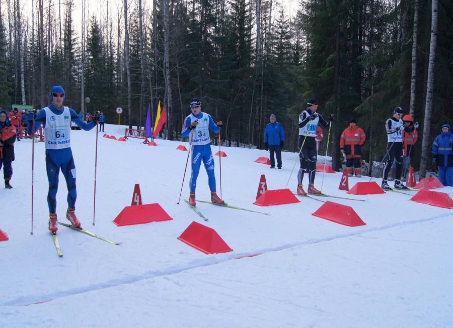 Старт мужского лыжного забега в Сывтывкаре