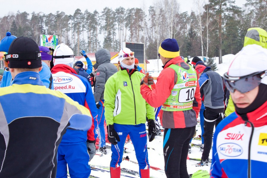 В ожидании старта Вячеслав Суслов проводил время в общении с иностранными спортсменами, которые рассказывали где они уже бывали и как что проводится у них..
