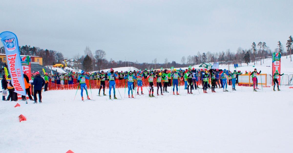 В первой линии перед основной массой спортсменов стоят лидеры. Это представители России, Италии, Чехии, Белоруссии..