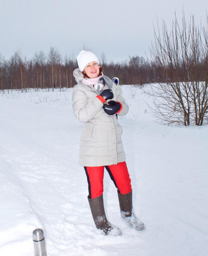 Татьяна Соболева бережно греет бутылочку с напитком для своего мужа