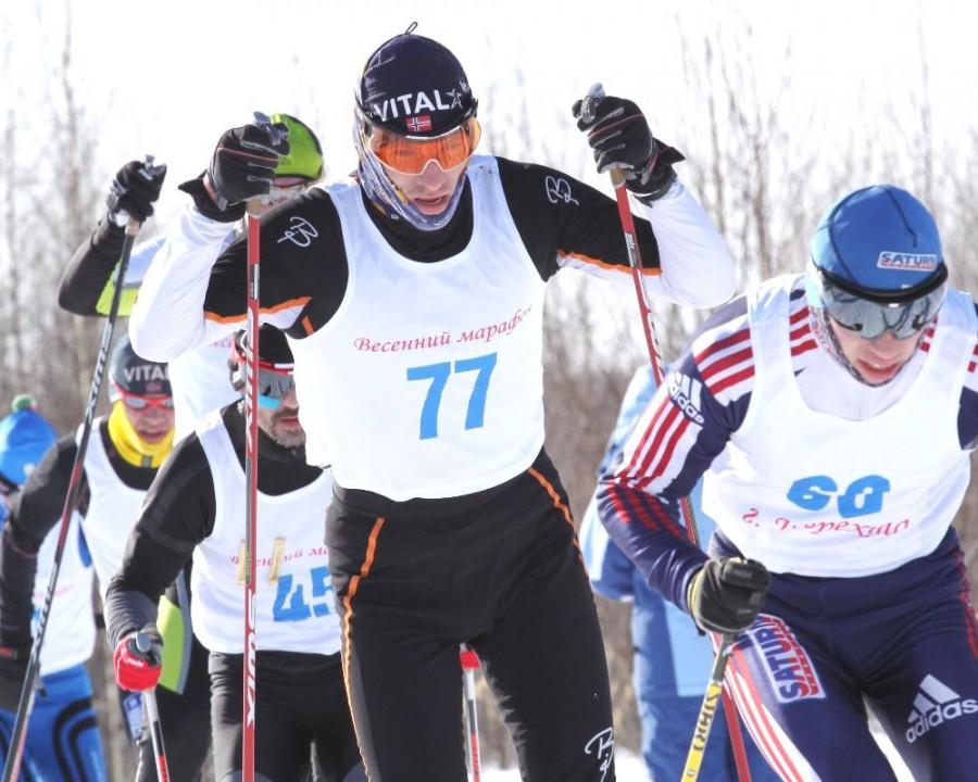 Николай Лохов в группе лидеров
