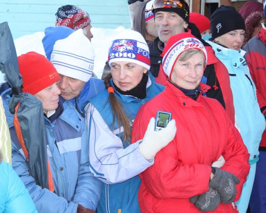 Старожилы Нерехтинского лыжного мира! Как приятно видеть таких милых лыжниц не дома у телевизионного сериала, а на лыжне в прекрасном настроении и виде!