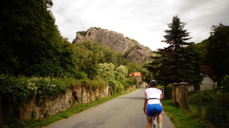 Но чем дальше от Праги мы удалялись, становилось все интереснее. Стали появляться скалистые горы, и горные перевалы, преодолевать которые приходилось по серпантину.