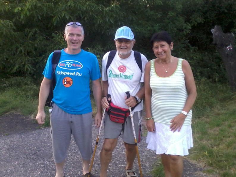 Одна симпатичная семейная пара, прогуливающаяся в Дивоке Шарке. Витек в прошлом велосипедист, но до сих пор любит бегать на лыжах и кататься на велосипеде, а Павлина его супруга и единомышленник в увлечениях.