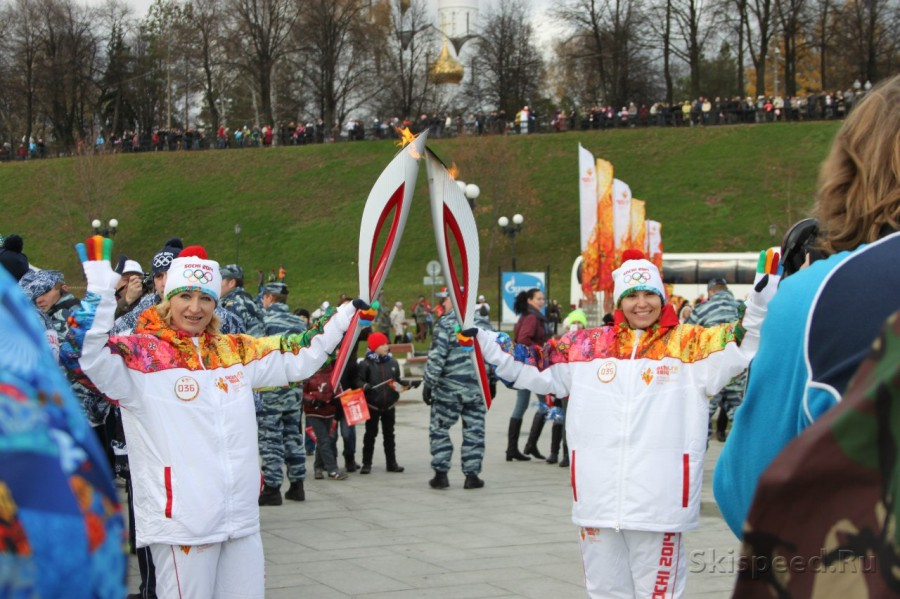 Эстафета Олимпийского огня Сочи 2014 в Ярославле. Фото