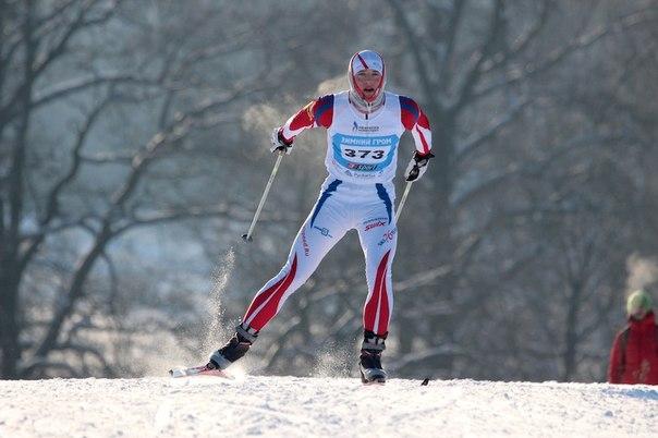 Дмитрий Филонов преодолев очередной подъем просто летит к финишу, оставляя позади нелегкую дистанцию.