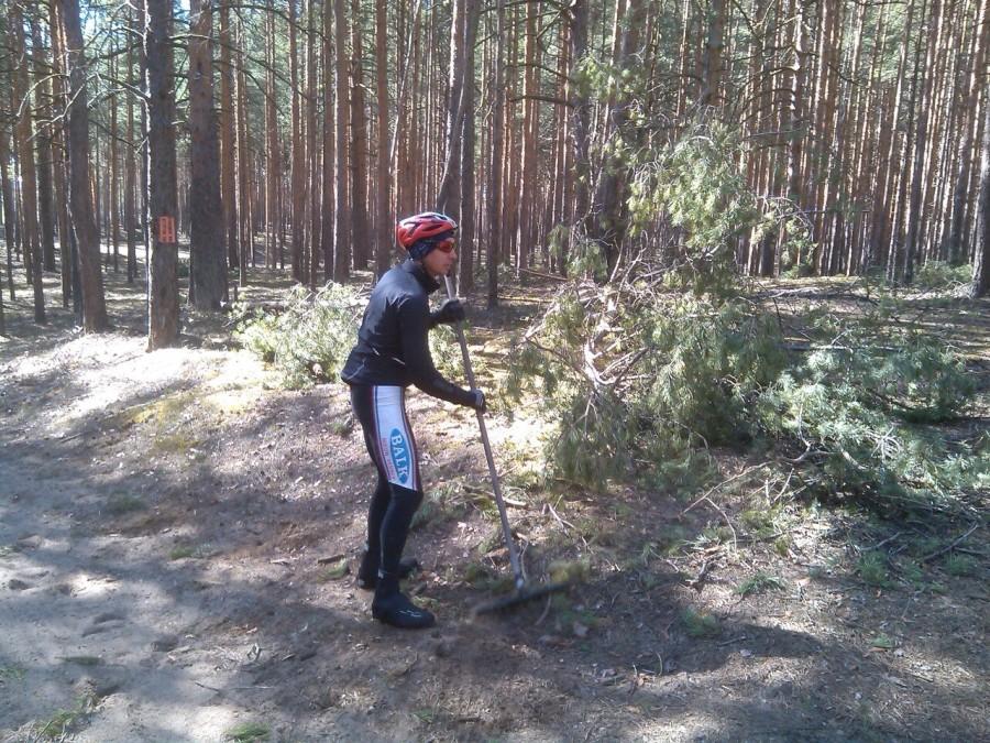 Фото с субботника в Кировских лагерях г. Ярославля
