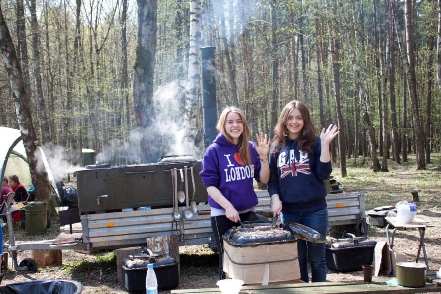 Веселые поварёночки утоляли голод после забега. Спасибо девчатам!