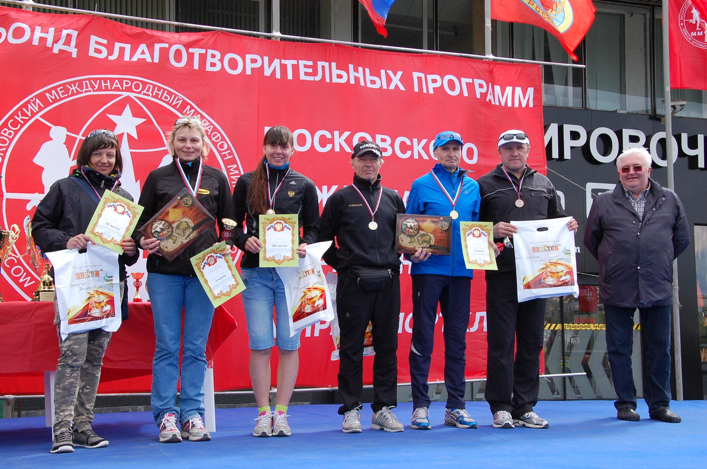 Николай Медведев (второй с права) занял 3 место в общем зачете и стал вторым в своей возрастной группе.
