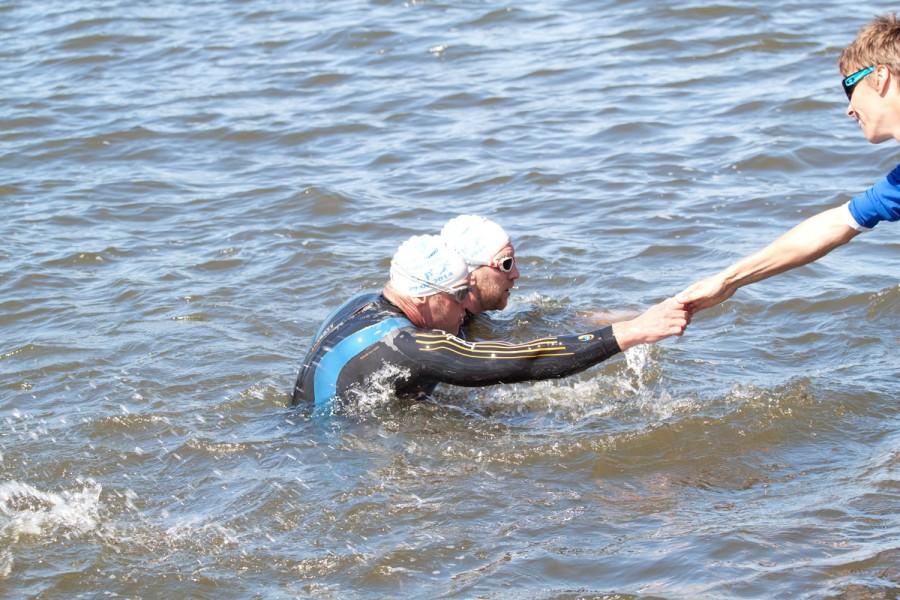 Андрей Куликов проплыл отлично и первым из наших вылез из воды!