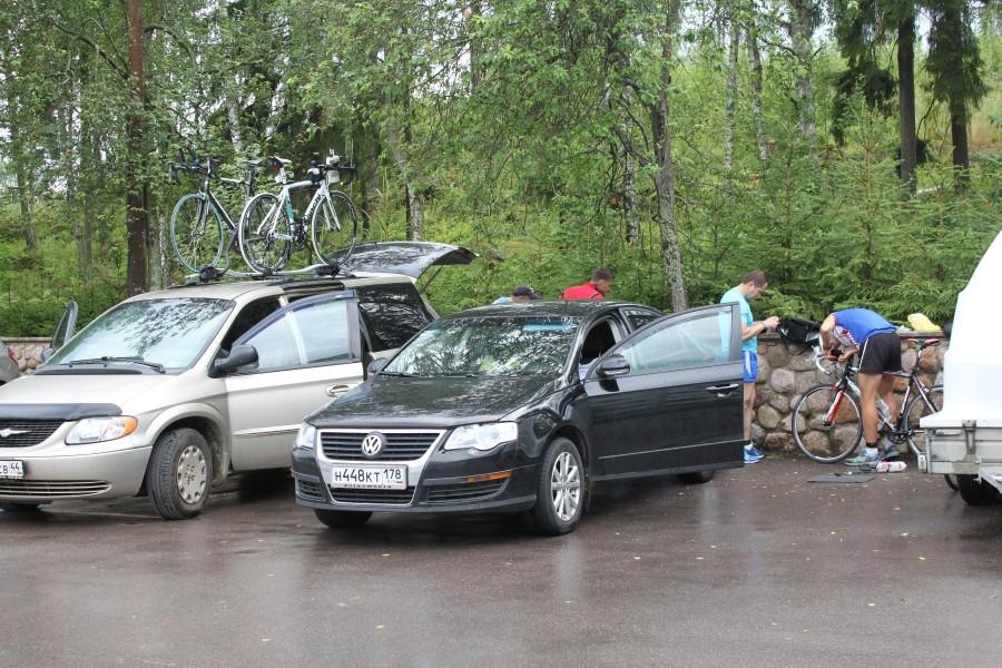 Единственный за эти дни дождичек с грозой вырубил в мотеле электричество и все занимались технической подготовкой велосипедов на улице!