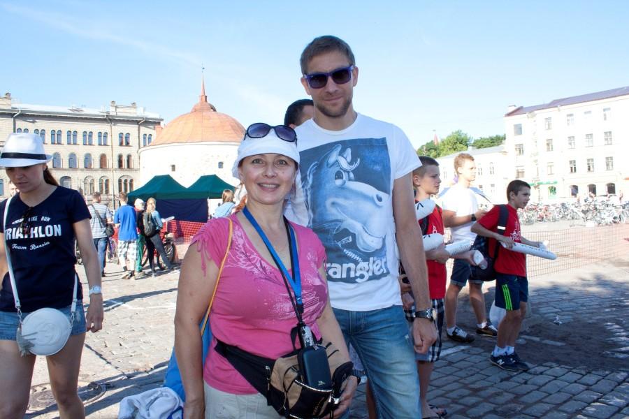 У Танюши Куликовой теперь будет памятная фотография с легендарным спортсменом.