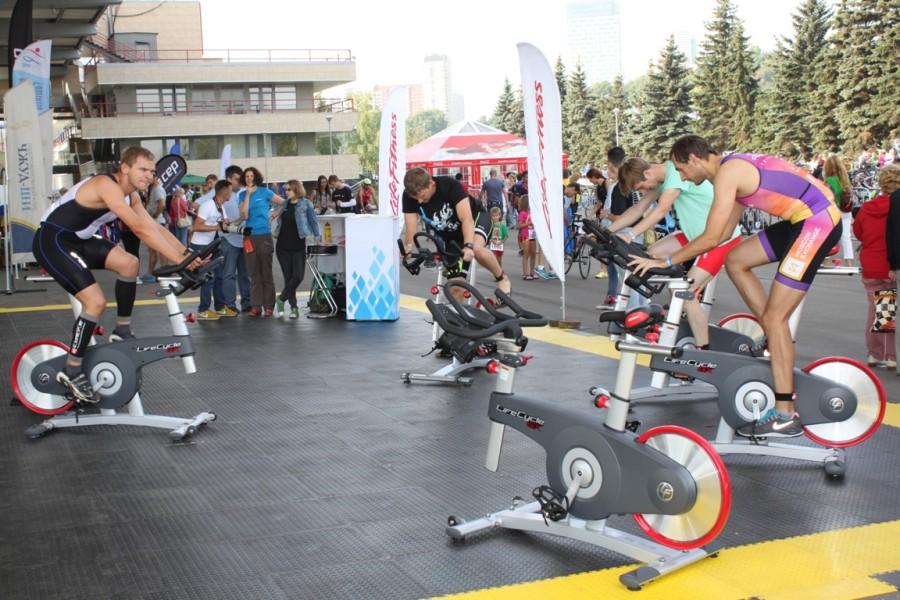 Приз-велотренажер, который по желанию спонсоров достался участнику, закончившему дистанцию 68-ым.