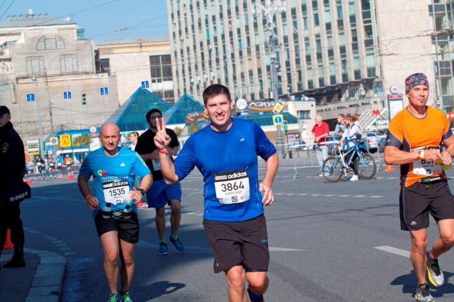Александр Березин усердно готовился к марафону и ему совсем чуть чуть не хватило усилия, чтобы выбежать из 4 часов! 42 км. это ведь не шутка! Браво Александр! Ты Молодец! По крайней мере в этом году губы синими уже не были! :)