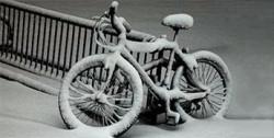 Первый снег в городе на веелосипеде