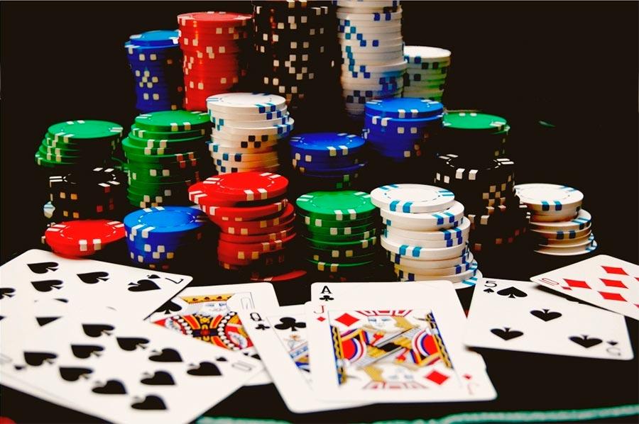 Игральные карты и фишки