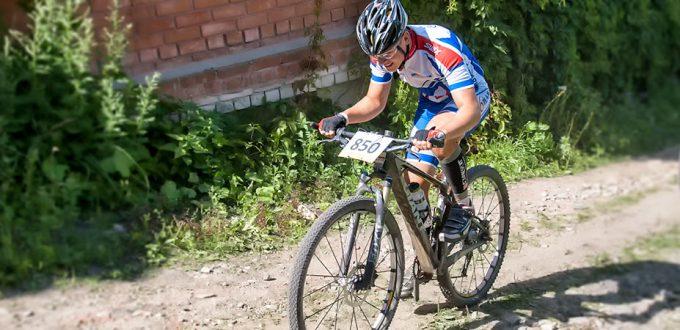 Фото кросс-кантри велогонщика - Маунтинбайк на Плёсском веломарафоне 2016. Подобедов А.