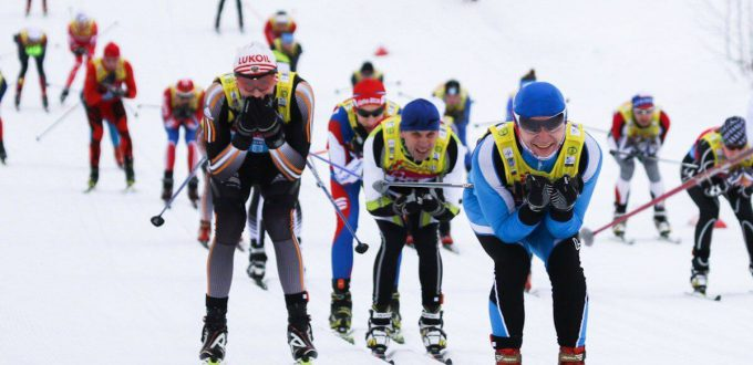 Фото лыжников на спуске - Деминский лыжный марафон, Рыбинск