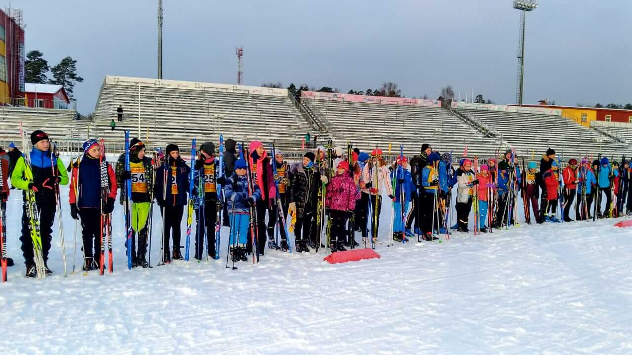 Фото биатлонистов на построении - В «Дёмино» состоялись первые соревнования по биатлону