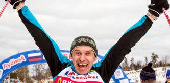 Фото радостного лыжника на финише Дёминского лыжного марафона